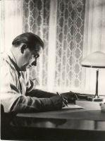 Osvald Tooming oma töölaua taga, RM F 562:1, SA Virumaa Muuseumid, http://www.muis.ee/museaalview/1861126.