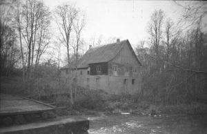 Varangu vesiveski Selja jõel, 1998. EVM N 384:275, Eesti Vabaõhumuuseum EVM, http://www.muis.ee/museaalview/2173876.