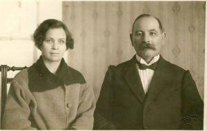 Aleksander Krimm ja Liisa Krimm, RM F 675:3, SA Virumaa Muuseumid, http://www.muis.ee/museaalview/1841799.