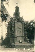 Vabadussõjas langenute mälestussammas Kadrinas, RM F 1395:1, SA Virumaa Muuseumid, http://www.muis.ee/portaal/museaalview/1364418.
