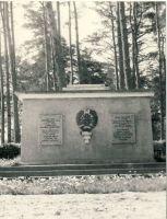 Vennashaud mälestussambaga Kundas, RM F 947:12, SA Virumaa Muuseumid, http://www.muis.ee/museaalview/1639601.