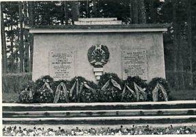 Monument II maailmasõjas langenute vennashaual Kundas, RM F 1341:3, SA Virumaa Muuseumid, http://www.muis.ee/museaalview/1382061.