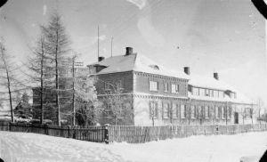 Laekvere koolimaja, ERM Fk 2854:80, Eesti Rahva Muuseum, http://www.muis.ee/museaalview/645088.