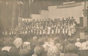 Foto: Georg Pebostov, E. Vilde ausamba avamine Muugas, RM F 110:6, Virumaa Muuseumid SA, http://www.muis.ee/museaalview/1881604