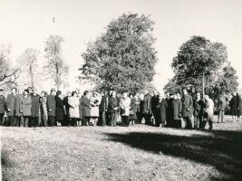 K. E. v. Baeri juubeliüritused Piibes. Foto: Helmut Joonuks, 2.10.1976. RM F 1029:40, Virumaa Muuseumid SA, http://www.muis.ee/museaalview/1600987.