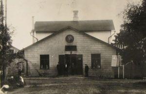 Kalmu pood eest vaates. Foto: M. Öömann, Koeru, u. 1900-1910. Eesti Kirjandusmuuseum.