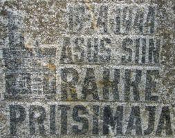 Tekst ja pilt mälestuskivil. Foto: Heiki Koov, august 2010.