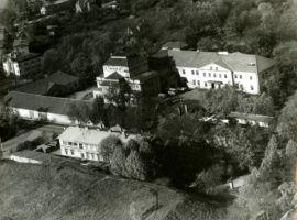 Rakvere, teatrimaja ja Kreutzwaldi tänava algus, 6.10.1988. RM F 1453:4, Virumaa Muuseumid SA, http://www.muis.ee/museaalview/1259959.