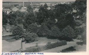Rakvere, vaade Vallimäelt Kreutzwaldi mälestussambale. Postkaart saadetud 1964 Kanadasse. RM F 1477:39, Virumaa Muuseumid SA, http://www.muis.ee/museaalview/964169.