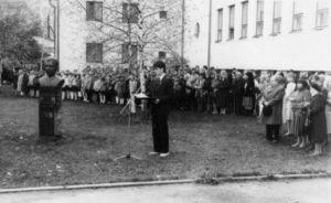 Õpilaspere poolt peab kõne Aare Tammemäe.