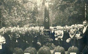 Rakvere Vabatahtliku Tuletõrje Seltsi matuseplatsil mälestussamba avamine, RM F 1232:1, SA Virumaa Muuseumid, http://www.muis.ee/museaalview/1474474.