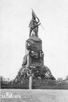 Monument arvatavasti peale avamist. ERM Fk 2813:381, Eesti Rahva Muuseum, http://www.muis.ee/portaal/museaalview/545748.