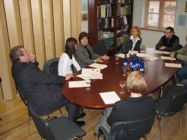 Maavanem Urmas Tamm, Türgi suursaadik Fatma Sule Soysal, Eesti tatari kogukonna Rakverest pärit juhil Timur Šaripov Türklaste matmiskohta otsimas, veebruar 2008.