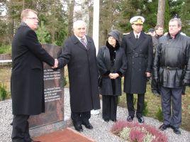 Foto: Hilje Pakkanen, http://www.virumaa.info/uudised/galerii/malestuskivi_avamine_turgi_soduritele_14112008
