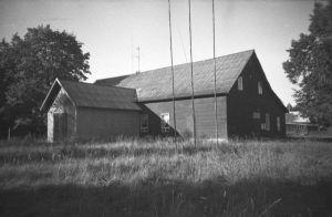 Kaarli rahvamaja. Foto: 1998 (?), EVM N 384:190, Eesti Vabaõhumuuseum EVM, http://www.muis.ee/museaalview/2171726.