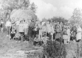 Väike-Maarja Keskkooli VIa ja VIb klassi õpilased. Foto: Ülo Tähiste, 21.09.1992 Väike-Maarja muuseumi kogu.