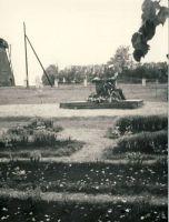 Vennashaud mälestussambaga Loksal, RM F 947:16, SA Virumaa Muuseumid, http://www.muis.ee/museaalview/1639622.