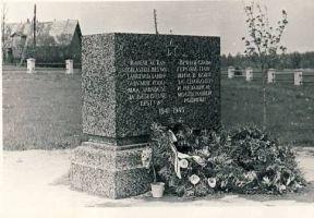 Monument II maailmasõjas langenute vennashaual Loksal, RM F 1341:11, SA Virumaa Muuseumid, http://www.muis.ee/museaalview/1382069.