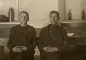 Arvatavasti viimane foto August Lillakast ja Richard Käärist. Vangistatud mehed Tapal.