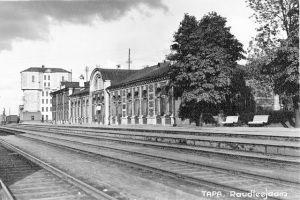 Foto: Tapa raudteejaam, valminud 1928. PM F 829, Järvamaa Muuseum, http://www.muis.ee/portaal/museaalview/238776.
