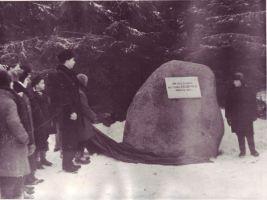 Eduard Vilde mälestuskivi avamine Pudiveres. Eduard Vilde muuseumi kogu.