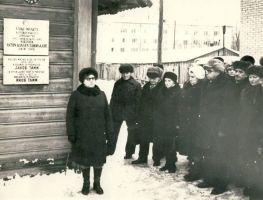 Kirjanik A. H. Tammsaare mälestustahvli avamine Väike-Maarja kihelkonnakooli majal, RM F 1309:9, SA Virumaa Muuseumid, http://www.muis.ee/museaalview/1409165.