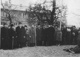 Vasakult A. Mugur, J. Neeser, Vasakult: Johannes Kotkas, Eduard Leppik, Rein Kalda, ?, Arnold Green. Väike-Maarja muuseumi kogu.