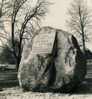 Lurichi mälestuskivi Väike-Maarjas, 1975. RM F 1014:6, SA Virumaa Muuseumid, http://www.muis.ee/museaalview/1613935.