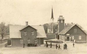 Väike-Maarja vaade. Paremal pritsikuur, vasakul ees Jakob Liivi maja, taga keskel kirik, 1937. RM F 70:6, SA Virumaa Muuseumid, http://www.muis.ee/museaalview/2118334.