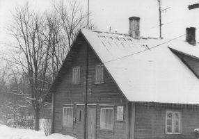 Väike-Maarja endine kihelkonnakoolimaja. Foto: E. Leppik 17.1.1978, Väike-Maarja muuseumi kogu.