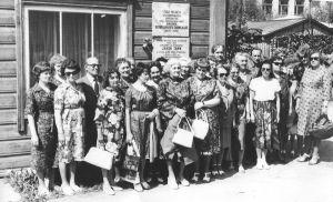Väike-Maarja külanõukogu kultuuritöötajad 1979 (või on rajooni kultuuritöötajad?). Väike-Maarja muuseumi kogu.