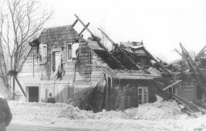 15.03.1984 tulekahjus hävinenud endine kihelkonnakoolihoone. Väike-Maarja muuseumi kogu.