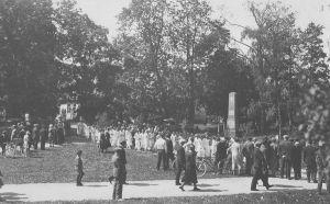 Foto: J. Kadakas. Kaitseliidu lipu õnnistamine ja Naiskodukaitse vannutamine 9.06.1930. Väike-Maarja muuseumi kogu.
