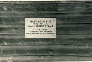 Foto: Kalle Soovik, 1964.. Mälestustahvel Varangu mõisa valitsejamajal, RM F 512:42, SA Virumaa Muuseumid, http://www.muis.ee/museaalview/1794541.