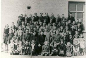 Annikvere 7-kl kool, RM F 1414:4, SA Virumaa Muuseumid, http://www.muis.ee/museaalview/1310242.