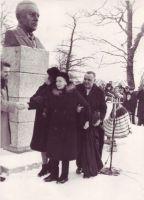Pärast E. Vilde monumendi avamist, TALK EVMF 530:5 EVMF 530, Tallinna Kirjanduskeskus, http://www.muis.ee/museaalview/2257071.
