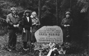 Foto: 22.05.1987. Hans Kuriksi sugulased mälestuskivi avamisel. Vinni NST arhiiv.