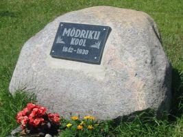 Foto: Ilme Post, http://www.virumaateataja.ee/462332/modriku-kulakool-raiuti-kivisse/.