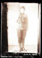 Aliis Tisler sõdurina, TLM Fn 3088, Tallinna Linnamuuseum, http://www.muis.ee/museaalview/2309023.